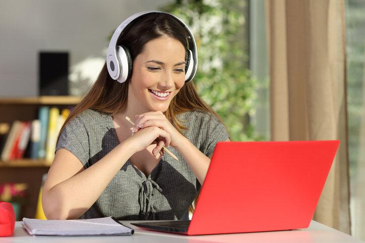 ¿Cómo hacer una clase online en vivo efectiva y sin complicaciones?